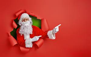Фотографии Новый год Пальцы Цветной фон Дед Мороз Борода Шапки Шаблон поздравительной открытки