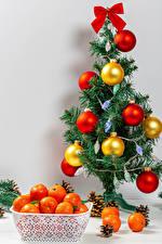 Картинка Новый год Мандарины Елка Шарики Шишки Бантик Еда