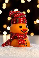Фото Новый год Мандарины Креатив Дизайн Шапки Снеговики Шарф Еда
