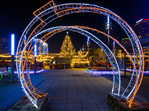 Картинки Новый год Польша Дома Вечер Елка Гирлянда Улица Katowice Города