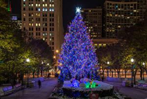 Картинка Новый год США Дома Вечер Чикаго город Елка Уличные фонари Города