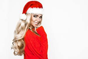 Фотография Новый год Белый фон Блондинка Улыбка Взгляд Шапки Девушки