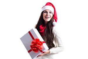 Картинка Новый год Белый фон Шатенка Подарки Шапки Радость Девушки