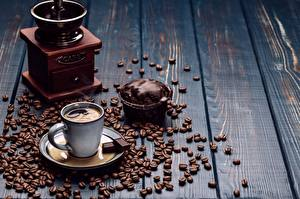 Картинка Кофе Шоколад Пирожное Кофемолка Чашка Зерна Блюдце Доски