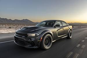 Фотография Dodge Черный Едущий Charger, AWD, 2019, SpeedKore, Twin Turbo Carbon авто