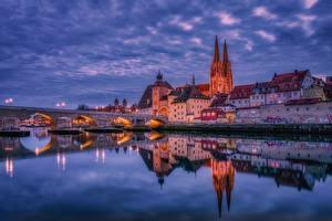 Обои Вечер Дома Речка Мосты Германия Отражение Regensburg Города