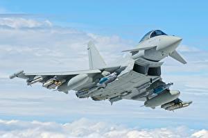 Фотографии Истребители Летящий Eurofighter Typhoon Авиация