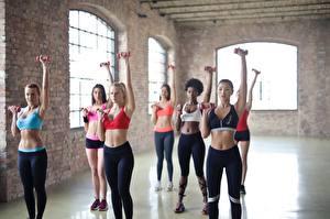 Картинка Фитнес Тренируется Униформе Блондинки Спортзале Рука Живота спортивные Девушки