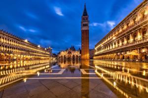 Обои Здания Церковь Италия Ночью Городская площадь Башня Венеция Piazza San Marco, St Mark's Basilica город