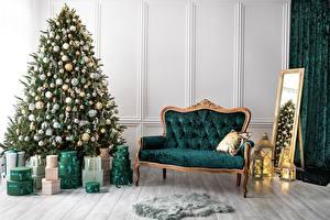 Картинка Интерьер Новый год Диван Зеркало Комната Подарки Елка