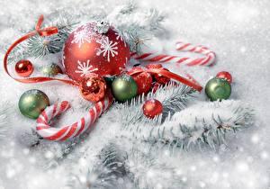 Картинки Леденцы Новый год Снег Ветки Шарики