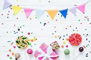 Картинки Леденцы Драже День рождения Конфетти Подарки Продукты питания