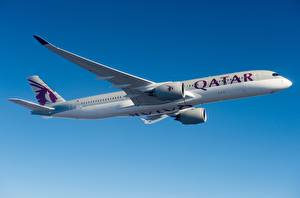 Картинка Пассажирские Самолеты Эйрбас Летящий Сбоку Qatar Airways, A350-900 Авиация