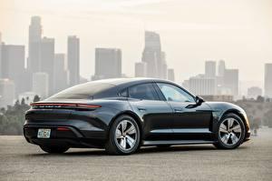 Картинка Porsche Сбоку Черная Металлик Купе Taycan 4S 2020 машина