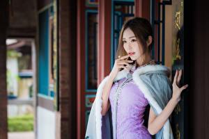 Фото Азиаты Боке Руки Платье Шатенки девушка
