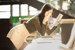 Картинка Азиаты Боке Позирует Юбка Книга Брюнеток Взгляд Девушки