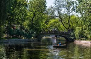 Фотография Мост Пруд Лодки Парки Румыния Будапешт Природа