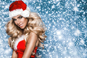 Фотография Рождество Блондинки Шапка Смотрит Улыбается