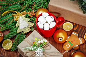 Фотография Рождество Печенье Лимоны Чашке Зефирки Ветвь Шар Подарок Новогодняя ёлка Пища