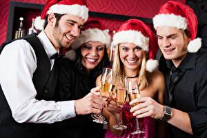 Картинка Рождество Мужчина Игристое вино Шапка Бокал Улыбается Рука девушка