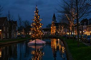 Фотографии Рождество Нидерланды Здания Вечер Водный канал Елка Электрическая гирлянда Weesp
