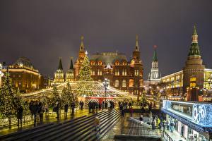 Обои Рождество Россия Москва Московский Кремль Вечер Елка Уличные фонари Улица Города