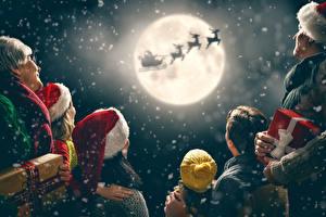 Фотографии Рождество Небо Олени Семья Шапка Подарок Луны Силуэта Санки Санта-Клаус