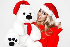 Обои Рождество Мишки Белый фон Блондинки Шапки Взгляд девушка