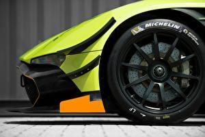 Фото Крупным планом Aston Martin Колесо Покрышка Сбоку MICHELIN, Vulcan AMR Pro 2017 Автомобили
