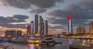 Фото ОАЭ Здания Небоскребы Вечер Причалы Залив Abu Dhabi город