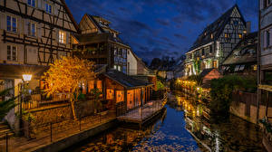 Фотографии Вечер Франция Здания Водный канал Уличные фонари Colmar город