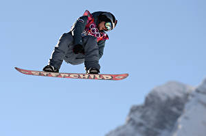 Картинки Мужчины Сноуборд Униформа Очки Полет Alexey Sobolev, 2014 sochi Olympics Спорт