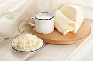 Фотография Молоко Сыры Творог Разделочной доске Кружки Пища