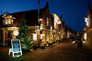 Картинка Голландия Новый год Здания Вечер Улица Уличные фонари Edam Города