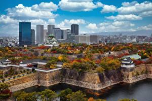 Обои Небоскребы Замок Япония Осень Деревья Облака Osaka Castle Park