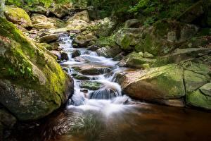 Картинки Камень Мха Ручеек Природа