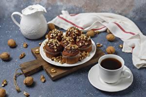 Картинки Чай Грецкий орех Капкейк кекс Чашка Разделочной доске Продукты питания