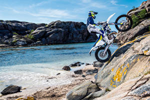 Обои Мотоциклист Униформа Скала 2016-20 Husqvarna TE 300