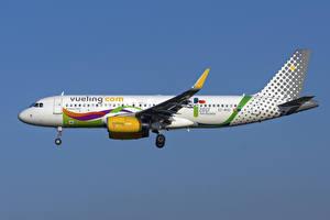Обои Самолеты Эйрбас Пассажирские Самолеты Сбоку A320-200S, Vueling Airlines Авиация