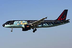 Картинки Самолеты Эйрбас Пассажирские Самолеты Сбоку A320-200, Brussels Airlines