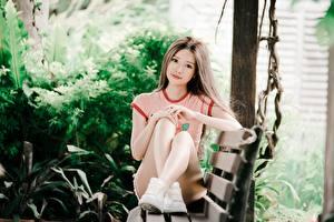Фотографии Азиаты Боке Сидит Ног Шатенка Смотрит Скамейка Девушки