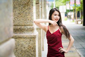 Обои Азиатки Позирует Рука Платья Боке Шатенки Миленькие девушка