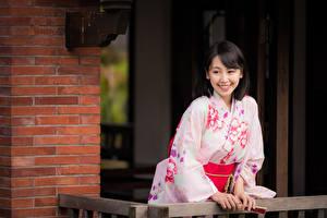 Обои Азиаты Улыбка Кимоно Брюнетка Девушки картинки