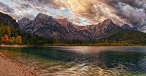 Обои Австрия Горы Озеро Побережье Осень Облачно lake Almsee Природа