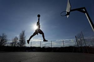 Фото Баскетбол Мужчина В прыжке Лучи света Мяч Спорт