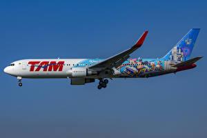 Обои Самолеты Боинг Пассажирские Самолеты Сбоку 767-300W, LATAM Airlines