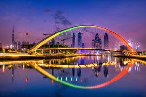 Картинка Мост Дубай Объединённые Арабские Эмираты Небоскребы Вечер Tolerance Bridge