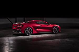 Фотография Шевроле Красная Сбоку 2020 Corvette C8 Stingray авто