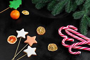 Обои Новый год Печенье Леденцы Мандарины Ветка Звездочки Продукты питания