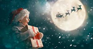 Картинка Рождество Олени Луны Санки Девочка Шапка Подарок Счастье ребёнок